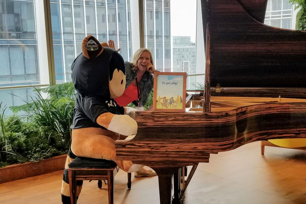 Photo: Salesforce Mascot Astro Plays the Piano