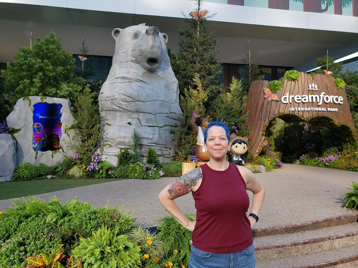 Photo of Skye Tyler in front of bear statue at Dreamforce 21
